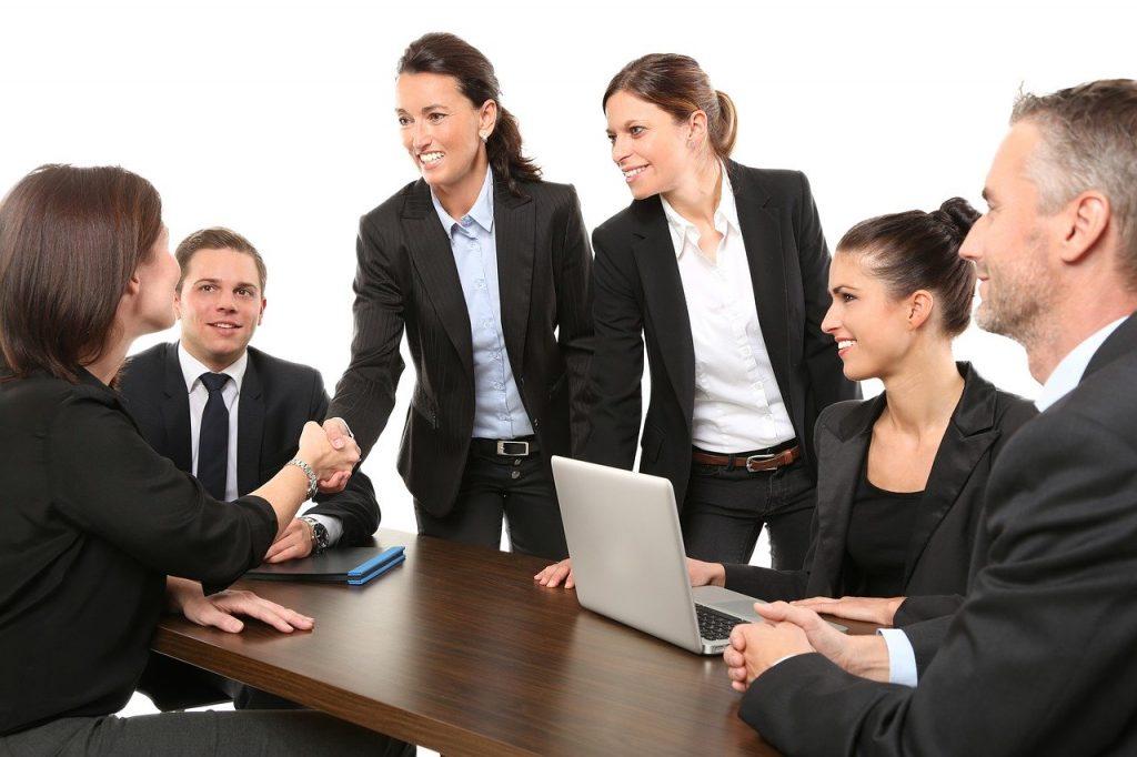 Pierwsza rozmowa o pracę. O czym należy pamiętać? (Źródło: pixabay.com Licencja: https://pixabay.com/pl/service/license)