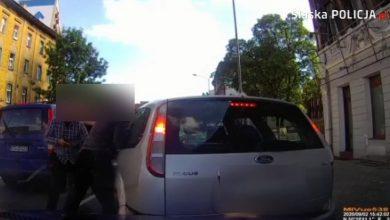 Ostra zadyma na Katowickiej w Chorzowie! Policjanci wyciągali bandziora z auta na środku jezdni! (fot. KWP Katowice)