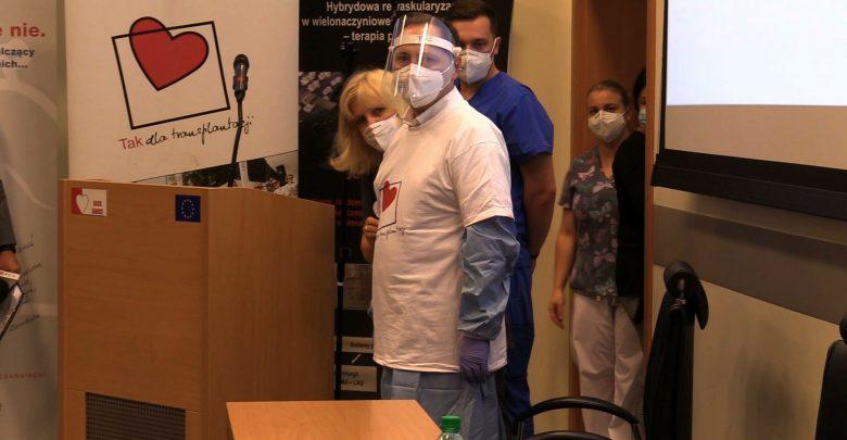 Koronawirus zdemolował mu płuca. Pan Grzegorz jest po przeszczepie w Zabrzu [WIDEO]