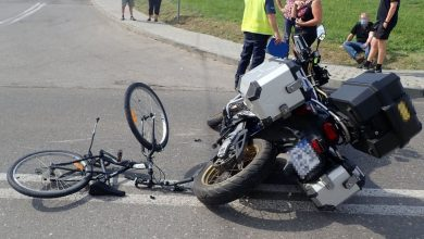 10-latek wpadł na rowerze prosto pod motocykl. Trafił do szpitala. Fot. Śląska Policja