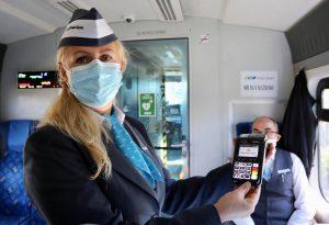 Nareszcie można zapłacić za bilet w pociągach Kolei Śląskich kartą! W ten sposób XXI wiek zawitał do Kolei Śląskich.
