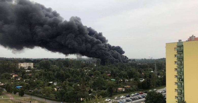Strażacy: sytuacja nadal nie jest opanowana. Potężny pożar w Sosnowcu [NOWE FAKTY]