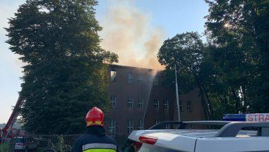 Lubliniec: Groźny pożar w szkole przyklasztornej! Strażacy walczą z żywiołem! [FOTO]