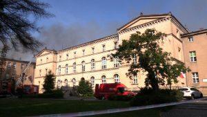 Pożar szkoły przy klasztorze w Lublińcu: Ogień opanowany, straty są ogromne!