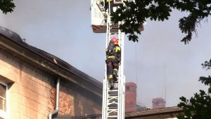 Pożar w Zespole Szkół Katolickiego Stowarzyszenia Wychowawców w Lublińcu. Dziś rano zapalił się tam dach budynku