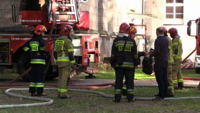 Pożar szkoły przy klasztorze w Lublińcu: Ogień opanowany, straty są ogromne