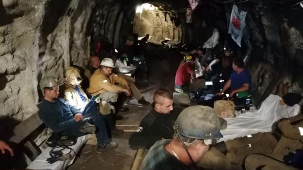 Jeden z protestujących górników w szpitalu. Pod ziemią już ponad 400 strajkujących! (foto.Śląsko-Dąbrowska Solidarność)