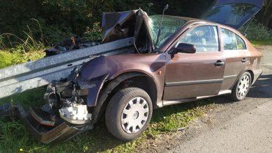 Śląskie: Samochód wbił się w bariery energochłonne. Autem podróżowały 3 osoby (fot.Śląska Policja)