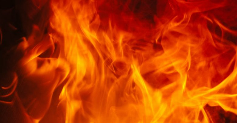 Groźny pożar w Bytomiu. W ogniu stanęło poddasze budynku mieszkalnego przy ulicy Piłsudskiego. Tuż obok płonącego budynku znajduje się szkoła podstawowa! (fot. poglądowe - pexels.com)