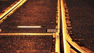 Przywrócono ruch pociągów na CMK. Kawał wiaduktu zerwał sieć trakcyjną (fot.pixabay.com - poglądowe)