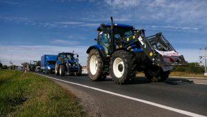 """Rolnicy zorganizowali blokady dróg. Chcą zatrzymać """"Piątkę Kaczyńskiego"""""""