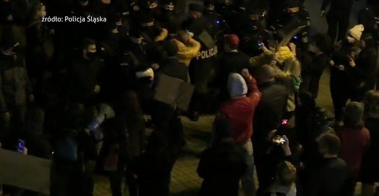 Katowice: Zglebiony i poturbowany przez policję? Poseł Tomasz Kopiec zatrzymany przez policję w czasie aborcyjnego protestu