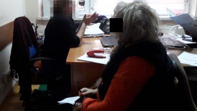 Nie zapłaciła za doczepione włosy, po czym próbowała uciec za granicę. Grozi jej do 8 lat więzienia (fot. KRP IV - Bemowo, Wola)