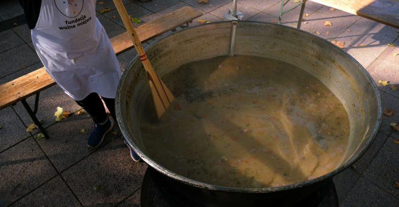 Nikt głodny nie odszedł. W Siemianowicach Śląskich ugotowali 1000 porcji żuru!