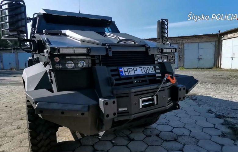 Mają wóz jak na wojnę! Opancerzony TUR śląskiej policji wytrzyma nawet atom