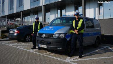Bielsko: 63-latek chciał skoczyć z mostu. Uratowali go policjanci. Fot. KMP Bielsko-Biała