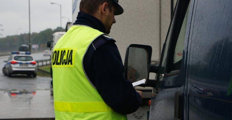 Bytom: Zablokował ruch na Chorzowskiej. Był tak pijany, że zasnął za kierownicą (fot.Śląska Policja)