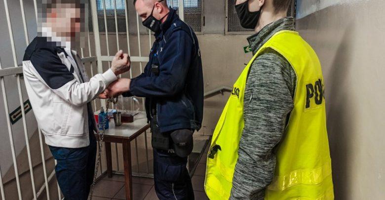 Zabrze: wyniósł butlę z gazem na klatkę schodową i chciał wysadzić blok. Fot. KMP w Zabrzu