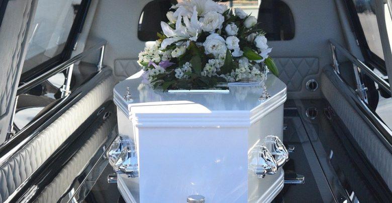 Sanepid przerwał pogrzeb. Okazało się, że zmarły był zakażony koronawirusem (fot.poglądowe/www.pixabay.com)