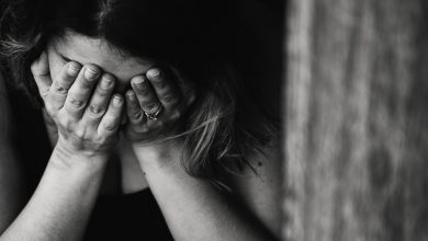 """Policja zatrzymała 28-latka, który miał opiekować się dziećmi swojej partnerki. Na """"miał"""" się skończyło - bo zamiast opieki doszło do pobicia dzieci (fot.poglądowe - pexels.com)"""