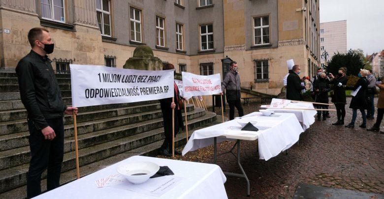 Protest pracowników gastronomii! Bez pomocy rządu branża nie przetrwa – twierdzą protestujący [WIDEO]