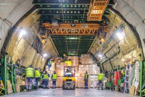 Za sprawą śląskiej firmy ZARYS International Group na katowickim lotnisku wylądował Antonov An-124 Rusłan wypełniony produktami medycznymi (fot.Piotr Adamczyk)