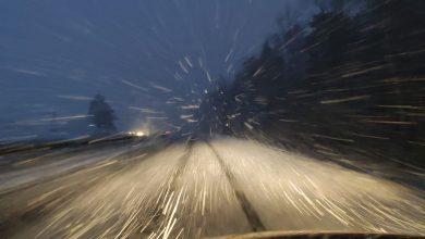 Trudne warunki atmosferyczne, opady śniegu i zamarzająca nawierzchnia znacznie zwiększają ryzyko zdarzeń na drogach. [fot. Łukasz Majewski]