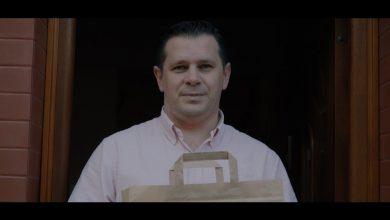 W jednym ze spotów filmowych zachęcających do zamawiania jedzenia od lokalnych restauracji wystąpił...burmistrz Wisły we własnej osobie! [fot. UM Wisła]