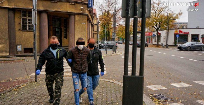 Gliwice: Bandzior ze śrubokrętem w dłoni kazał roztrzęsionej kobiecie wypłacić kasę z bankomatu (fot.KMP Gliwice)