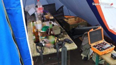Katowice: Zdetonował na swojej posesji kilka ładunków. Tak się bawił podczas imprezy z kolegami (fot.Śląska Policja)