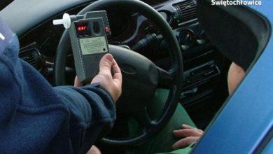 Śląskie: Zasnął na rondzie. Kierowca renault miał 3,5 promila (fot.Śląska Policja)