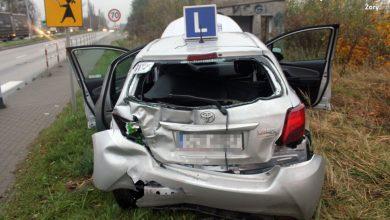 """Śląskie: Tir wjechał w """"elkę"""" na DK81. Instruktor trafił do szpitala (fot.Śląska Policja)"""