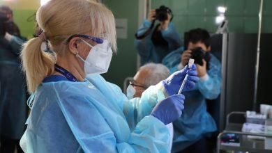 na ten moment w zależności od placówki medycznej, wolę przyjęcia szczepionki wyraża tylko od 30 do 70u% personelu (fot.facebook/Jarosław Wieczorek Wojewoda Ślaski) zdjęcie poglądowe