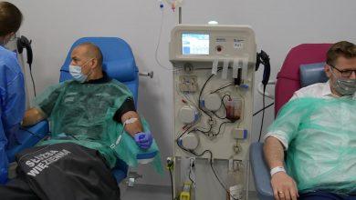 Funkcjonariusze Służby Więziennej pomagają chorym na Covid-19 (fot.Ministerstwo Sprawiedliwości)