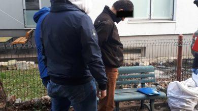 Funkcjonariusze odwiedzili mężczyznę w jego mieszkaniu. Oprócz narkotyków znaleźli w jego piwnicy zapakowane w worki ludzkie kości. [fot. KPP Otwock]