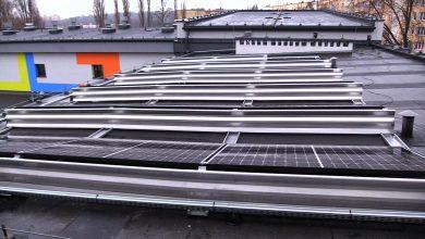 Na dachach siedmiu placówek oświatowych – nie tylko szkół, także miejskiego żłobka, czy Młodzieżowego Domu Kultury miasto zainstalował panele fotowoltaiczne