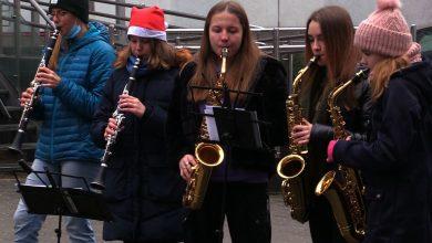 Święta pod oknami szpitala, czyli Orkiestra Dęta św. Floriana zagrała dzieciom z Zespołu Szpitali Miejskich w Chorzowie