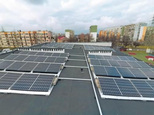 Setki paneli fotowoltaicznych na siemianowickich szkołach. Fot. UM Siemianowice Śląskie