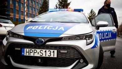 Flota śląskiej policji wzbogaci się o kolejne radiowozy. To toyoty z napędem hybrydowym (fot.Śląska Policja)