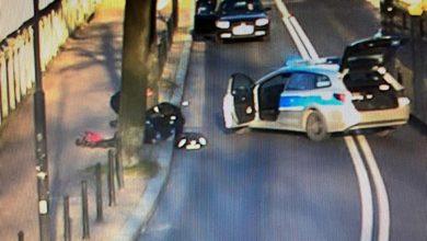 Szokujące nagranie z Gliwic! Mężczyzna zasłabł na chodniku, uratowali go policjanci [WIDEO]. Fot. Policja Śląska