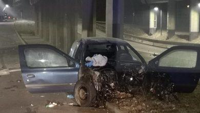 16-latek z kolegami uciekał samochodem przed policją. Kompletnie roztrzaskał samochód. Fot. Policja Śląska
