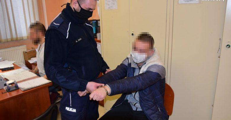 Policjanci z Kalet zostali powiadomieni o kradzieży sporych ilości fajerwerków wartych 1100 złotych jednego ze sklepów przy ulicy 1 Maja. [fot. Śląska Policja]