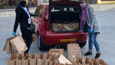 Paczki z potrawami do domu, czyli tegoroczna Metropolitalna Wigilia dla Samotnych (fot.UM Bytom)