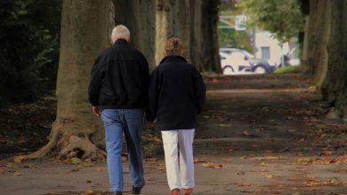 Para seniorów pobiła policjanta. Ten interweniował w sprawie maseczek (fot.poglądowe/www.pixabay.com)