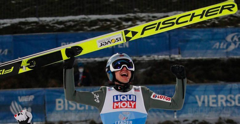 Nokaut na skoczni, a nawet na czterech! Kamil Stoch wygrał Turniej Czterech Skoczni! źródło: https://www.facebook.com/vierschanzentournee