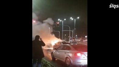 Samochód płonął na środku skrzyżowania! Policjant ruszył na pomoc (fot.policja)