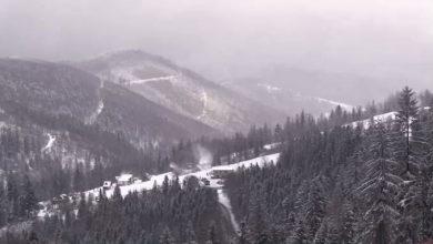 Kompleks narciarski Biały Krzyż jest zamknięty. Turyści jednak nadal korzystają ze stoku [WIDEO]