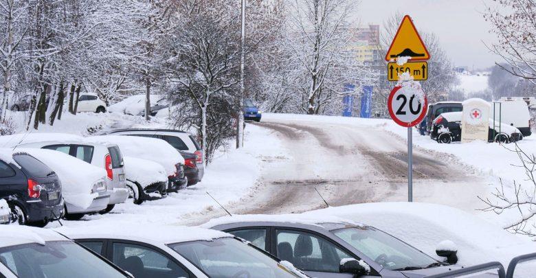 Kierowcy i piesi często mylnie mają pretensje do pracowników dużych miejskich spółek odpowiedzialnych za odśnieżanie dróg, do których obowiązków należy dbanie tylko i wyłącznie o drogi i chodniki należące do danej gminy czy powiatu