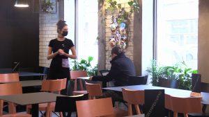 Bułkęs w Katowicach otworzył lokal mimo obostrzeń. Przyszli klienci, policja i sanepid