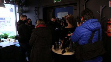 Kolejny lokal gastronomiczny otwarty, mimo obostrzeń. Właściciele Bułkęsu w Katowicach, tak samo jak wielu innych, doszli do wniosku, że to ostatni moment, żeby ratować biznes.